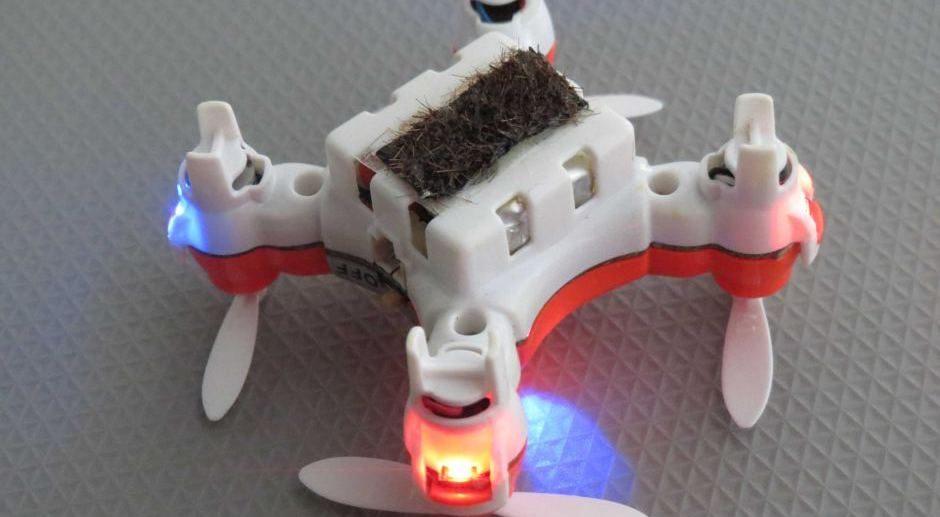 Des mini drones pollinisateurs pour remplacer abeilles