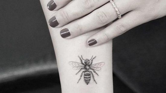 A Manchester les tatouages d'abeilles se multiplient