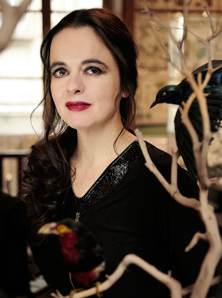Pure beeswax candles and organic honey soaps - Amelie Nothomb